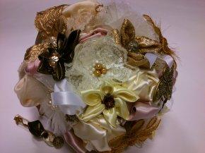 svadbe neodmysliteľne patrí svadobná kytica pre nevestu a pierko ...