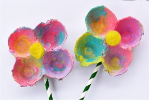 Kvet z kartónového obalu