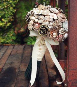 Svadobná kytica z brošní