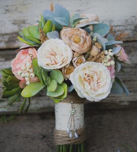 Svadobná kytica z umelých kvetov