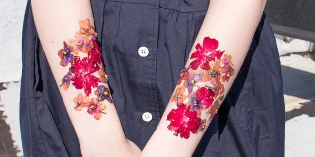 Spravte si tetovanie zo sušených kvetov